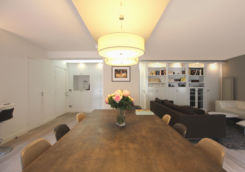 le dais vue panoramique du salon. Black Bedroom Furniture Sets. Home Design Ideas