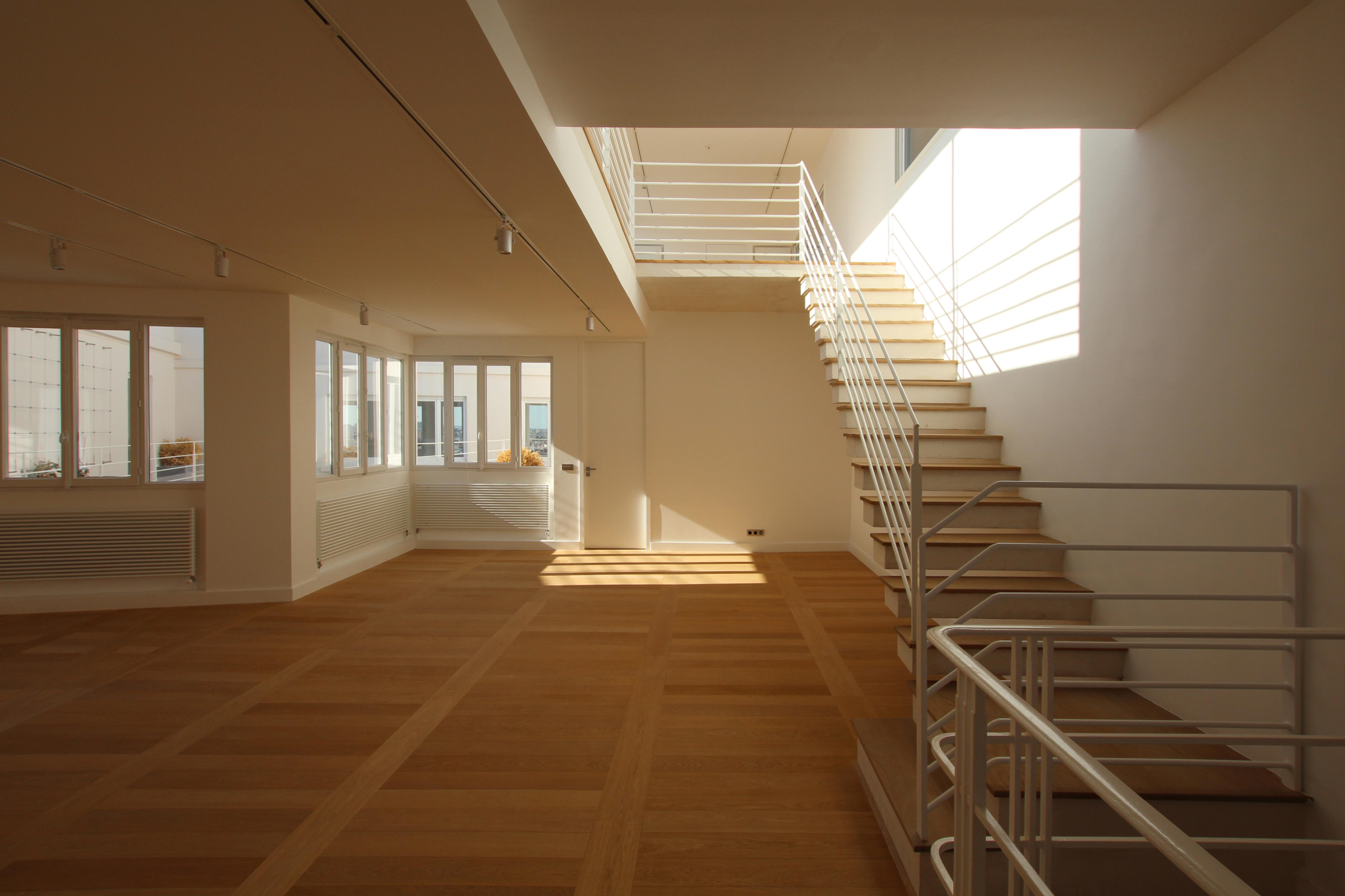 Cour interieure double hauteur - Appartement en duplex abraham architects ...